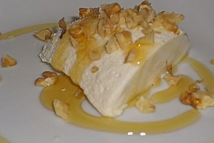 Mousse von griechischem Joghurt mit Honig und Walnüssen 5