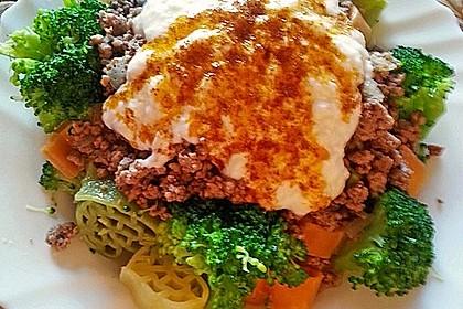Brokkoli - Hackfleisch - Nudeln mit Joghurt 16