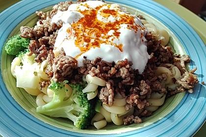 Brokkoli - Hackfleisch - Nudeln mit Joghurt 5