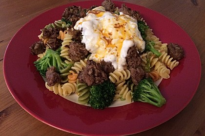 Brokkoli - Hackfleisch - Nudeln mit Joghurt 7