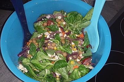 Kichererbsensalat mit roten Zwiebeln und Feta 3