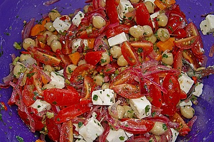 Kichererbsensalat mit roten Zwiebeln und Feta 2