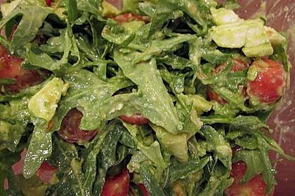 Avocado - Tomaten Salat mit Pesto und Mozzarella 4