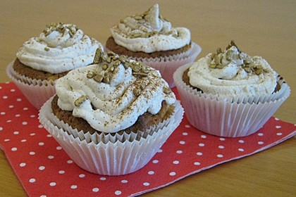 Apfel - Marzipan - Cupcakes mit Zimtsahne (Bild)