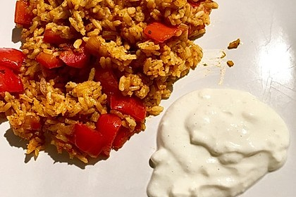 Paprika-Reispfanne mit Joghurtsauce 35