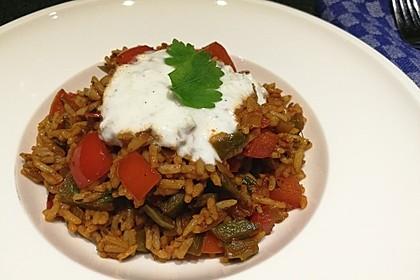 Paprika-Reispfanne mit Joghurtsauce 25