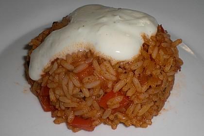 Paprika-Reispfanne mit Joghurtsauce 52