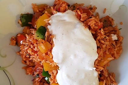 Paprika-Reispfanne mit Joghurtsauce 66