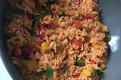 Paprika-Reispfanne mit Joghurtsauce 67