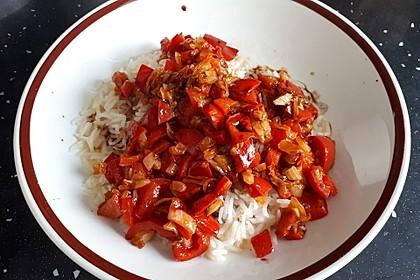 Paprika-Reispfanne mit Joghurtsauce 31