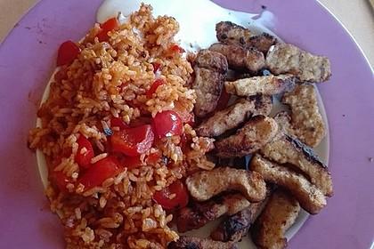 Paprika-Reispfanne mit Joghurtsauce 32