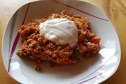 Paprika-Reispfanne mit Joghurtsauce 68