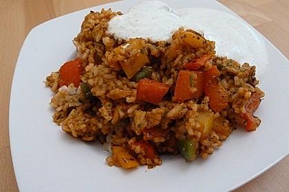 Paprika-Reispfanne mit Joghurtsauce 28