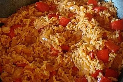 Paprika-Reispfanne mit Joghurtsauce 60