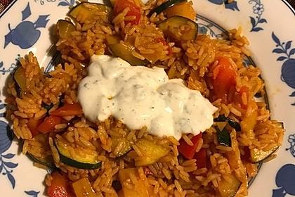 Paprika-Reispfanne mit Joghurtsauce 37