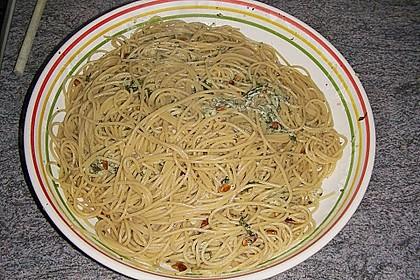 Vollkornspaghetti mit Basilikum