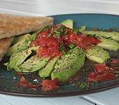 Avocado mit Tomatenvinaigrette (Bild)