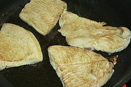 Putenschnitzel mit Champignonkruste überbacken 35