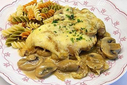 Putenschnitzel mit Champignonkruste überbacken 3