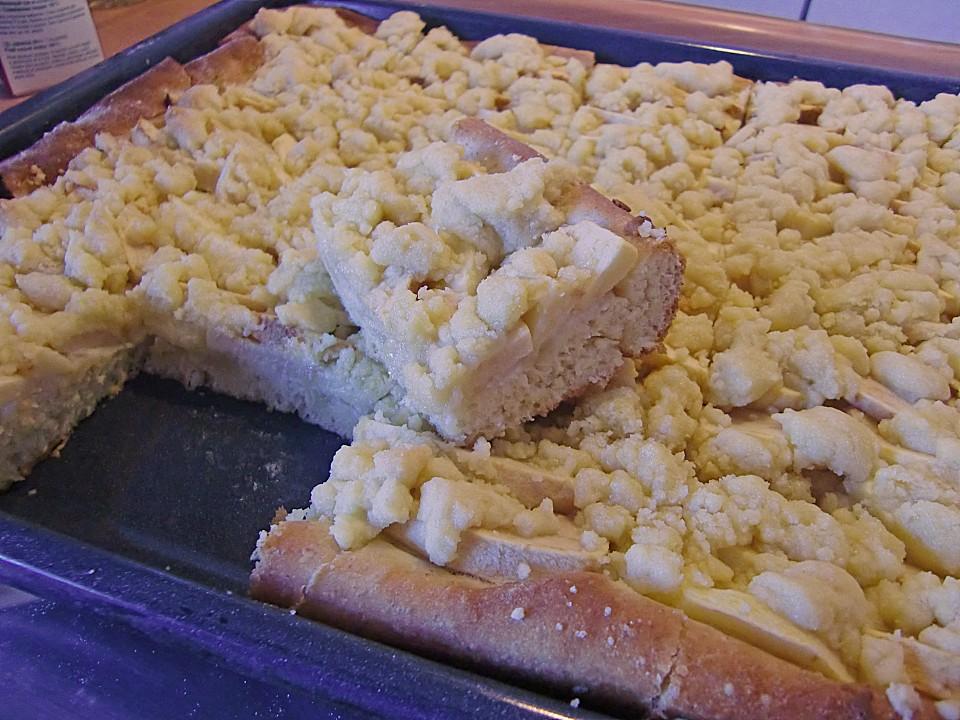 Apfel Marzipan Blechkuchen Mit Streuseln Von Alcar75 Chefkoch De