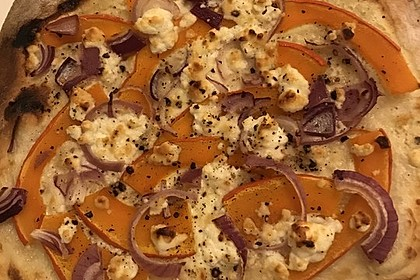 Kürbis - Flammkuchen mit Zwiebeln und Feta 3