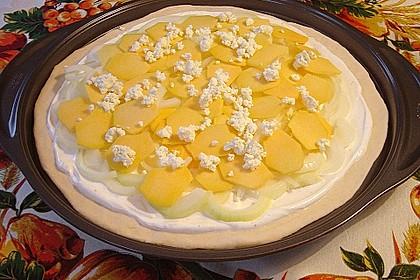 Kürbis - Flammkuchen mit Zwiebeln und Feta 11