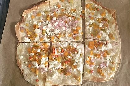 Kürbis - Flammkuchen mit Zwiebeln und Feta 4