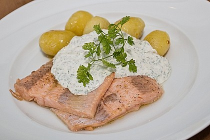 Lachsforelle mit Frankfurter Grüne Sauce und kleinen Schwenkkartoffeln
