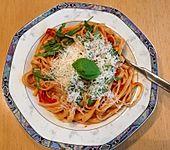 Tagliatelle mit Rucola in Tomatensauce (Bild)