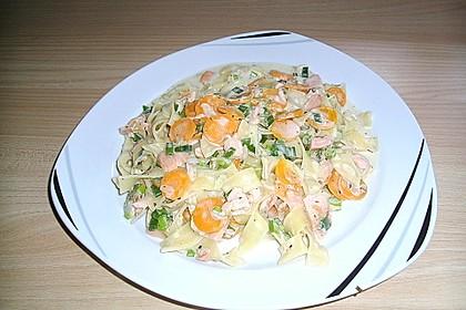 Nudeln mit Schmelzkäse - Räucherlachs - Soße 16
