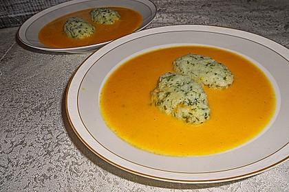 Karotten - Orangen - Suppe mit Petersiliennocken 1