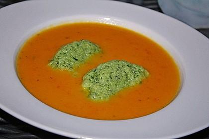 Karotten - Orangen - Suppe mit Petersiliennocken