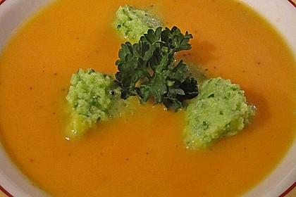Karotten - Orangen - Suppe mit Petersiliennocken 2