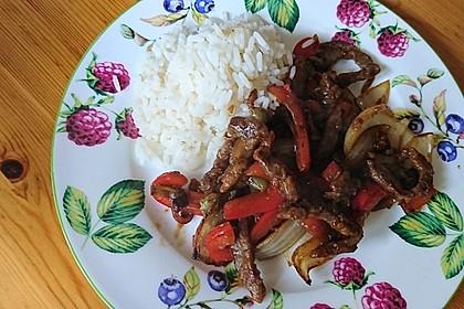 Chinesisches Rindfleisch mit Zwiebeln und Paprika 8