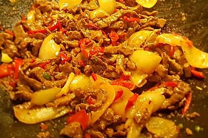 Chinesisches Rindfleisch mit Zwiebeln und Paprika 19