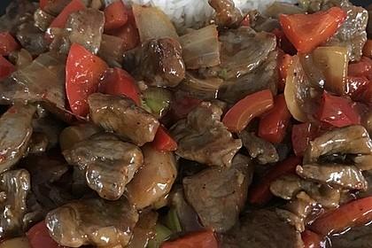 Chinesisches Rindfleisch mit Zwiebeln und Paprika 20