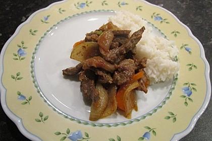 Chinesisches Rindfleisch mit Zwiebeln und Paprika 25