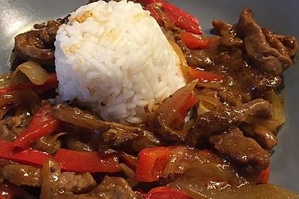 Chinesisches Rindfleisch mit Zwiebeln und Paprika 12