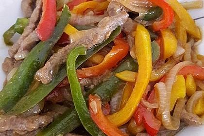 Chinesisches Rindfleisch mit Zwiebeln und Paprika 15