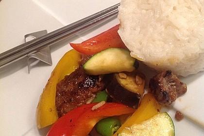 Chinesisches Rindfleisch mit Zwiebeln und Paprika 23