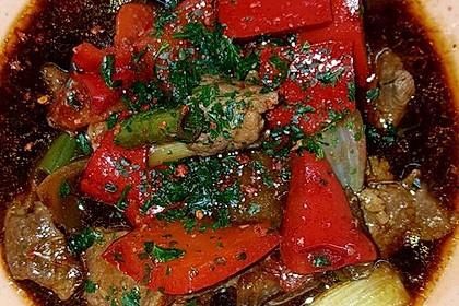 Chinesisches Rindfleisch mit Zwiebeln und Paprika 21