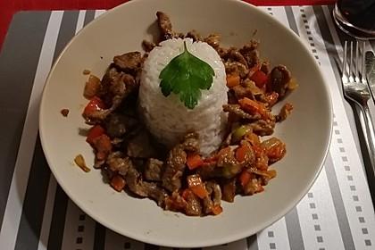Chinesisches Rindfleisch mit Zwiebeln und Paprika 18