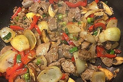 Chinesisches Rindfleisch mit Zwiebeln und Paprika 9