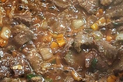 Chinesisches Rindfleisch mit Zwiebeln und Paprika 24