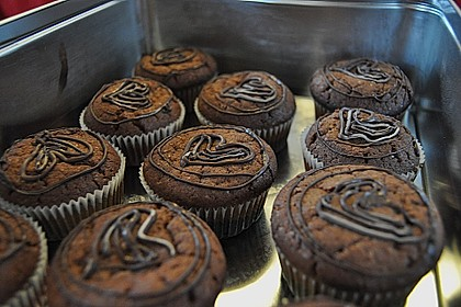 Schokoladen - Muffins mit Erdnussbutterkern 6