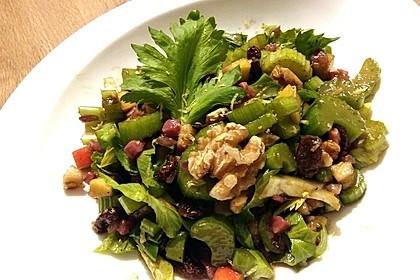 Salat vom Stangensellerie mit Nüssen und Äpfeln 9