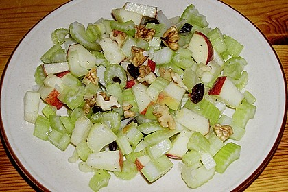 Salat vom Stangensellerie mit Nüssen und Äpfeln 5