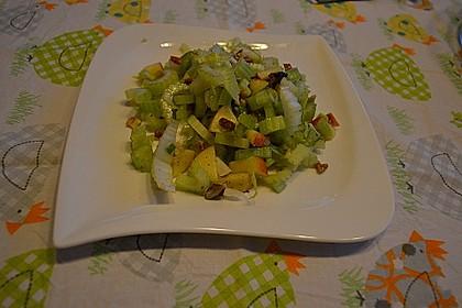 Salat vom Stangensellerie mit Nüssen und Äpfeln 13