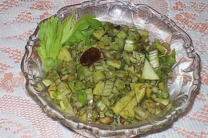 Salat vom Stangensellerie mit Nüssen und Äpfeln 14