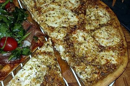 Roros geniale und weltbeste Knoblauchpizza 9
